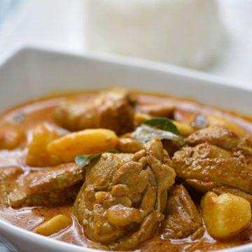 Poulet au curry (rouge, jaune, vert)