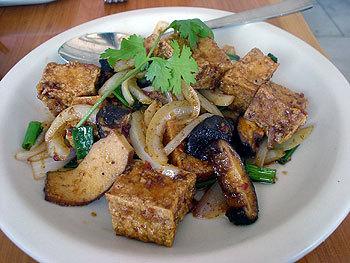 Tofu aux champignons parfumés et pousses bambou