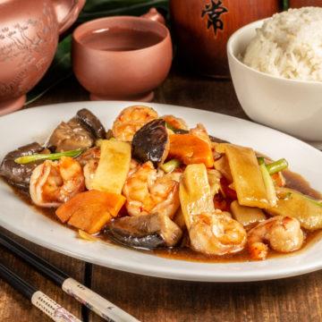 Crevettes aux champignons parfumés et pousse de bambou